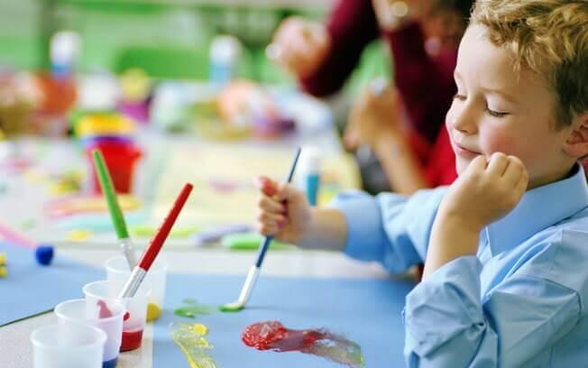 10 brincadeiras simples para desacelerar as crianças com TDAH